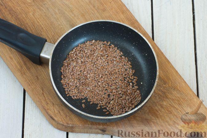 Фото приготовления рецепта: Салат из краснокочанной капусты с морковью, сыром фета и семенами льна - шаг №4
