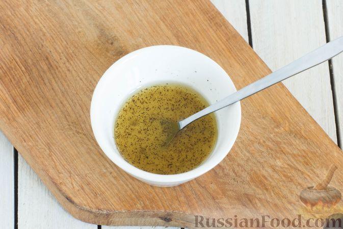 Фото приготовления рецепта: Салат из краснокочанной капусты с морковью, сыром фета и семенами льна - шаг №5