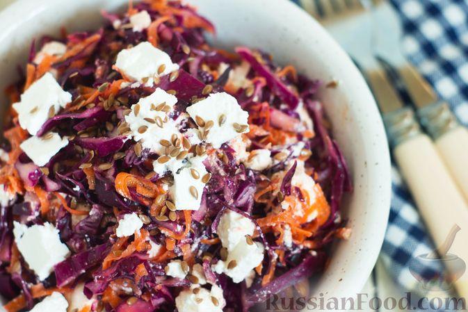 Фото приготовления рецепта: Салат из краснокочанной капусты с морковью, сыром фета и семенами льна - шаг №8