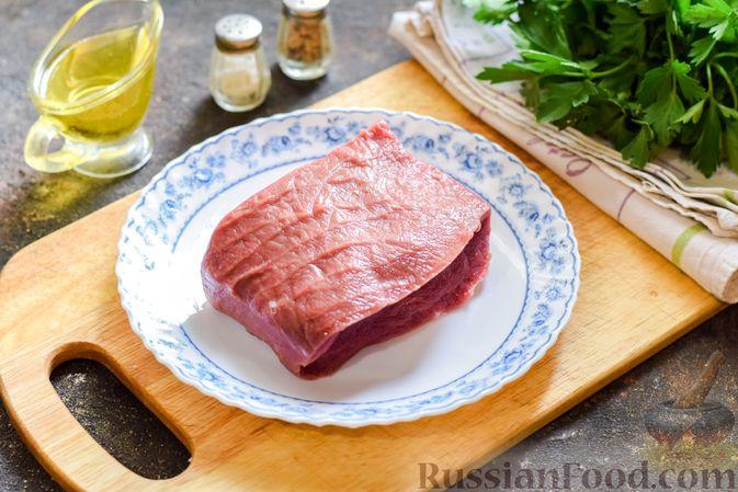Фото приготовления рецепта: Мясной салат с консервированной фасолью, кукурузой, сладким перцем и морковью по-корейски - шаг №2