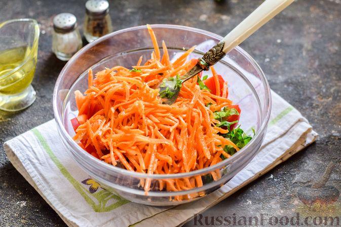 Фото приготовления рецепта: Мясной салат с консервированной фасолью, кукурузой, сладким перцем и морковью по-корейски - шаг №11