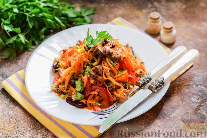 Фото приготовления рецепта: Мясной салат с консервированной фасолью, кукурузой, сладким перцем и морковью по-корейски - шаг №16