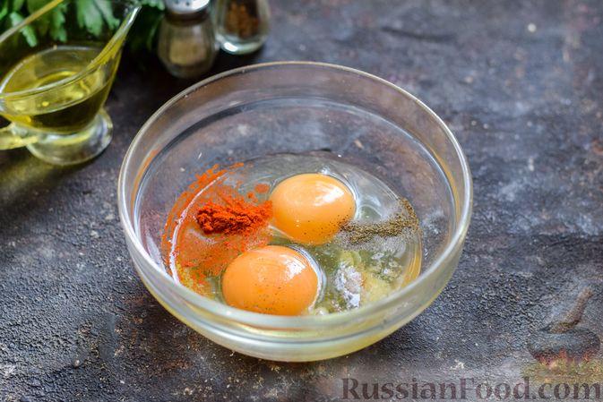 Фото приготовления рецепта: Омлет с тыквой и зеленью - шаг №3