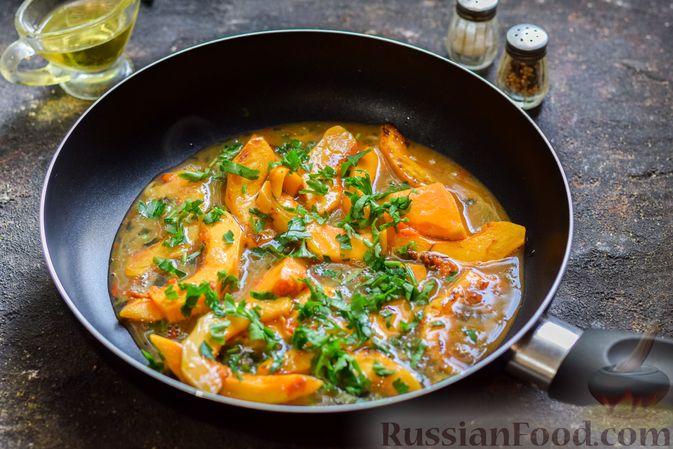 Фото приготовления рецепта: Омлет с тыквой и зеленью - шаг №7