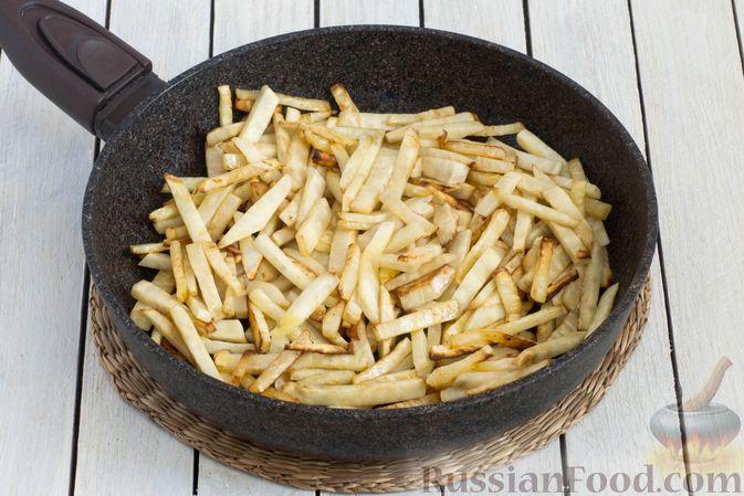 Фото приготовления рецепта: Жареный сельдерей - шаг №4