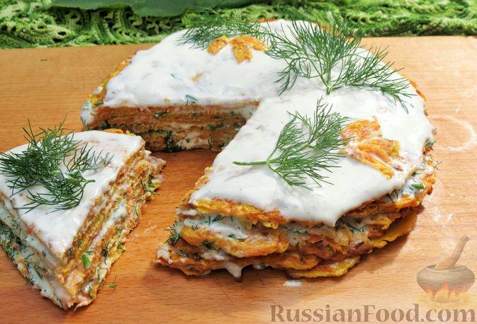 Фото к рецепту: Закусочный тыквенный торт с соусом из майонеза, чеснока и укропа