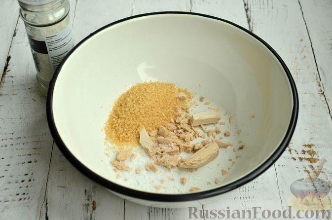Фото приготовления рецепта: Хлеб с пармезаном и орегано - шаг №2