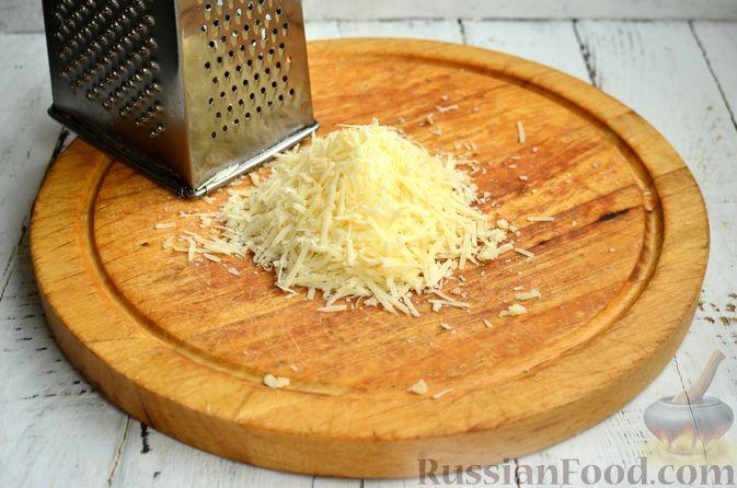 Фото приготовления рецепта: Хлеб с пармезаном и орегано - шаг №3