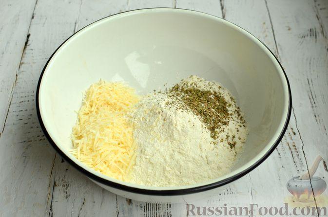 Фото приготовления рецепта: Хлеб с пармезаном и орегано - шаг №4