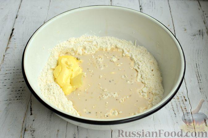 Фото приготовления рецепта: Хлеб с пармезаном и орегано - шаг №5
