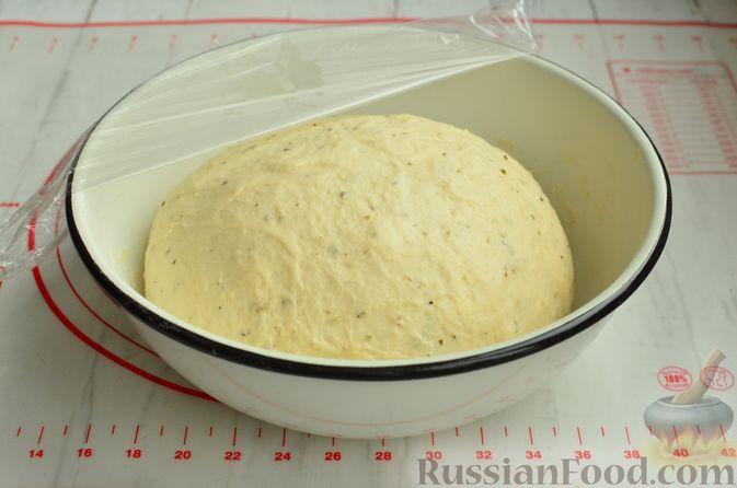 Фото приготовления рецепта: Хлеб с пармезаном и орегано - шаг №7