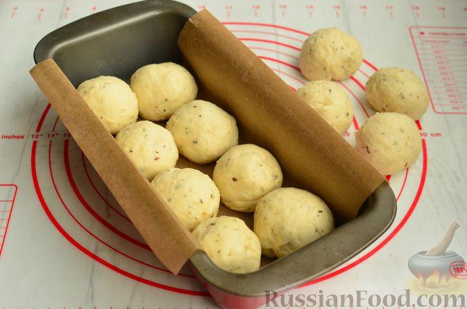 Фото приготовления рецепта: Хлеб с пармезаном и орегано - шаг №9