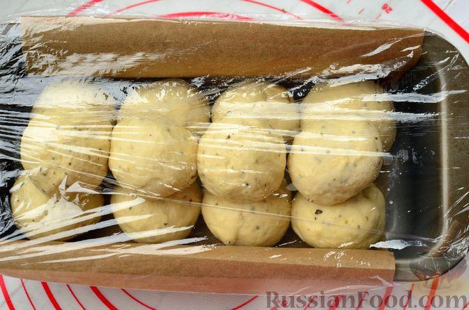 Фото приготовления рецепта: Хлеб с пармезаном и орегано - шаг №10