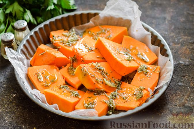 Фото приготовления рецепта: Тыква, запечённая с травами и сыром - шаг №6