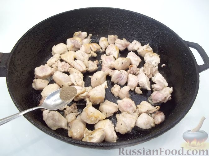 Фото приготовления рецепта: Кролик с вермишелью и морковью (на сковороде) - шаг №5