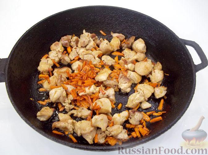 Фото приготовления рецепта: Кролик с вермишелью и морковью (на сковороде) - шаг №10
