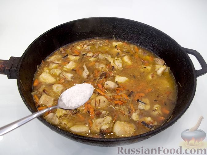 Фото приготовления рецепта: Кролик с вермишелью и морковью (на сковороде) - шаг №15
