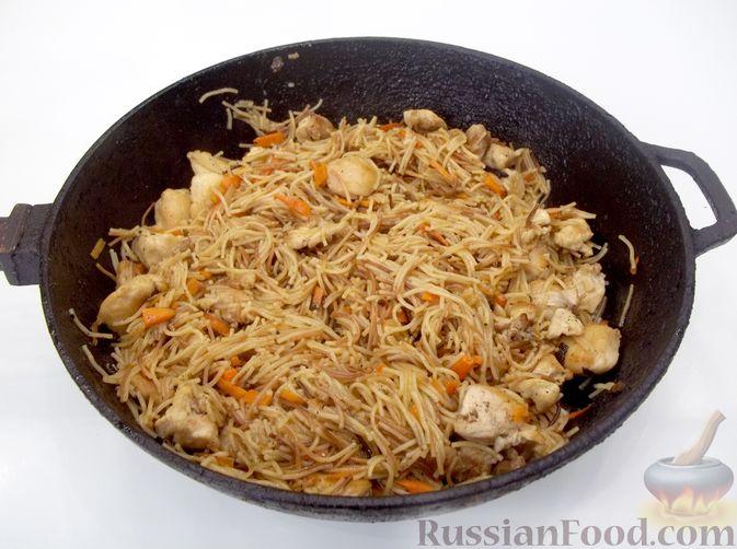 Фото приготовления рецепта: Кролик с вермишелью и морковью (на сковороде) - шаг №19