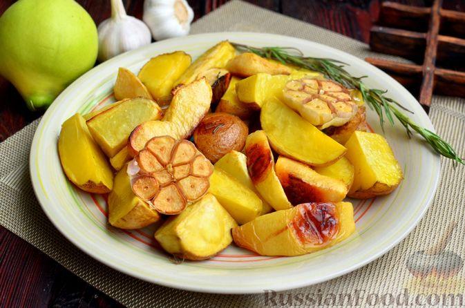 Фото к рецепту: Картофель, запечённый с айвой и розмарином