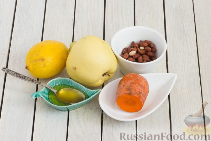 Фото приготовления рецепта: Салат из моркови с айвой, арахисом и медовой заправкой - шаг №1