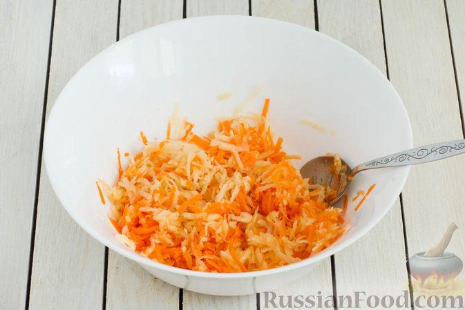 Фото приготовления рецепта: Салат из моркови с айвой, арахисом и медовой заправкой - шаг №5