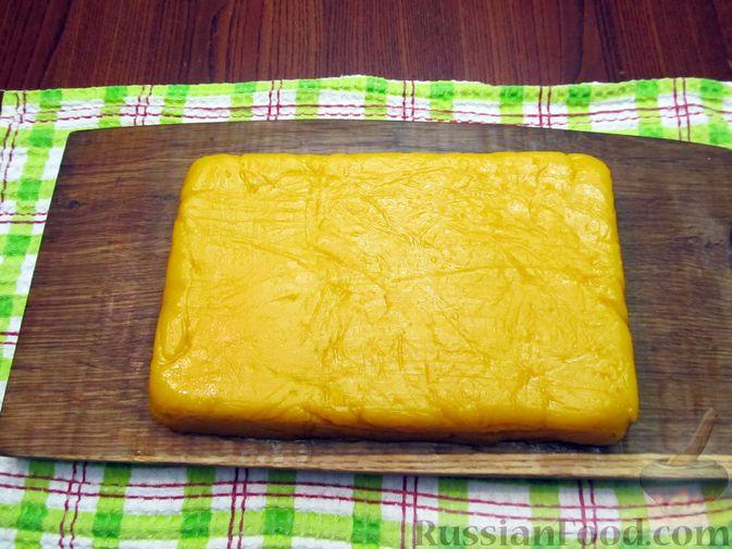 Фото приготовления рецепта: Тыквенный рахат-лукум с апельсиновым соком, цедрой и кокосовой стружкой - шаг №13