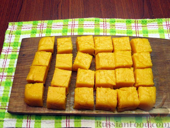 Фото приготовления рецепта: Тыквенный рахат-лукум с апельсиновым соком, цедрой и кокосовой стружкой - шаг №14