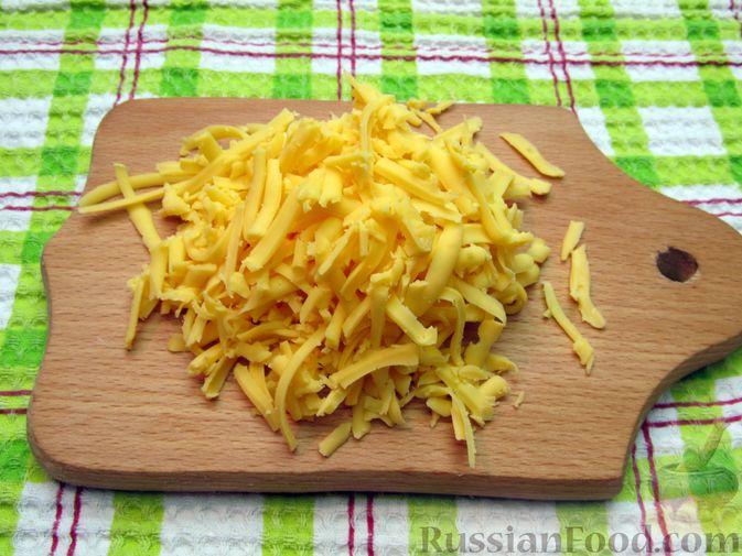 Фото приготовления рецепта: Омлет со спагетти и сыром - шаг №6