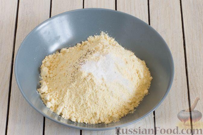 Фото приготовления рецепта: Постные кукурузные лепёшки с жареным луком и зеленью (на сковороде) - шаг №2