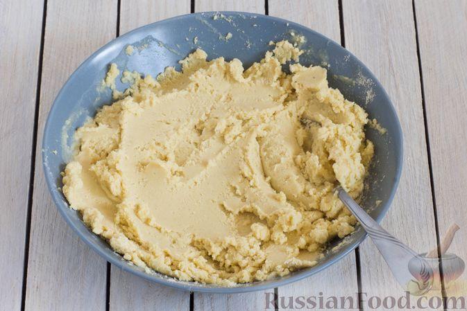 Фото приготовления рецепта: Постные кукурузные лепёшки с жареным луком и зеленью (на сковороде) - шаг №3