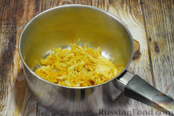 Фото приготовления рецепта: Суп с брюссельской капустой, фасолью и лапшой - шаг №3