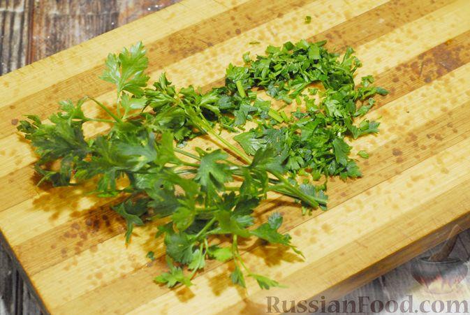 Фото приготовления рецепта: Суп с брюссельской капустой, фасолью и лапшой - шаг №10