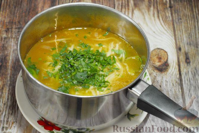 Фото приготовления рецепта: Суп с брюссельской капустой, фасолью и лапшой - шаг №12