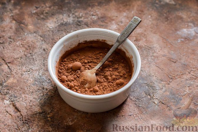 Фото приготовления рецепта: Шоколадная пшённая каша с творогом - шаг №4