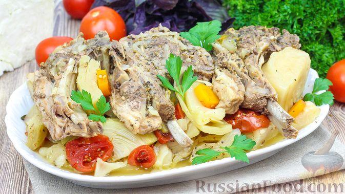 Фото к рецепту: Баранина, тушенная с капустой и помидорами