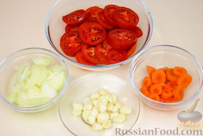 Фото приготовления рецепта: Баранина, тушенная с капустой и помидорами - шаг №2