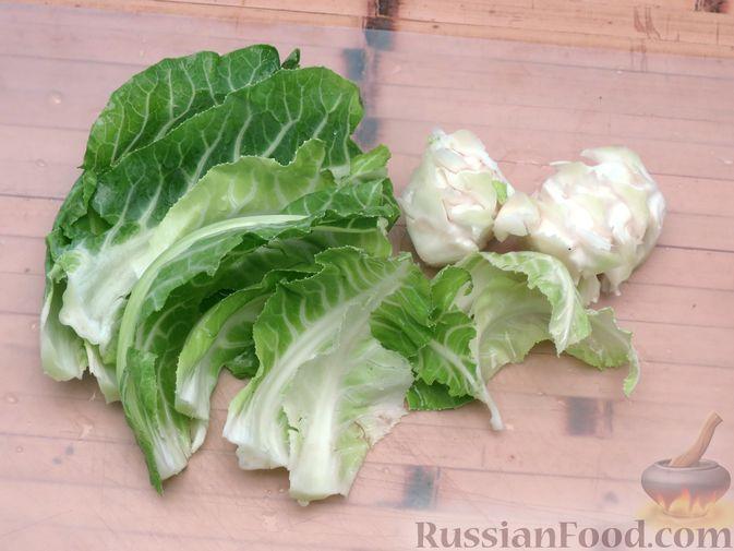Фото приготовления рецепта: Листья цветной капусты с чесноком - шаг №2
