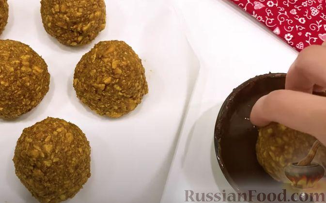 Фото приготовления рецепта: Картошка, тушенная с квашеной капустой - шаг №7