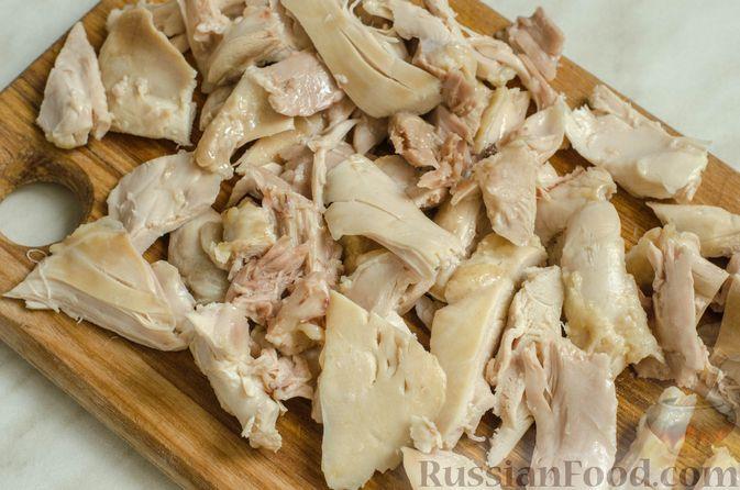 Фото приготовления рецепта: Куриный суп с брокколи, цветной и брюссельской капустой - шаг №10