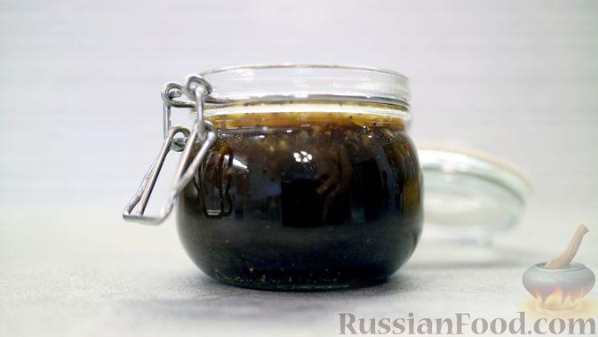 Фото к рецепту: Медово-горчичный соус-маринад для куриных крылышек