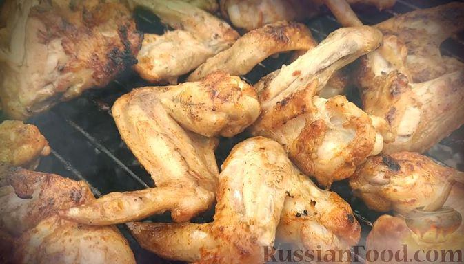 Фото приготовления рецепта: Медово-горчичный соус-маринад для куриных крылышек - шаг №5