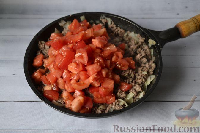 Фото приготовления рецепта: Запеканка из тыквы с мясным фаршем и помидорами - шаг №7