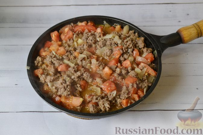 Фото приготовления рецепта: Запеканка из тыквы с мясным фаршем и помидорами - шаг №8