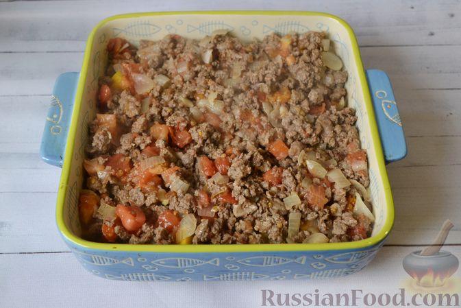Фото приготовления рецепта: Запеканка из тыквы с мясным фаршем и помидорами - шаг №11