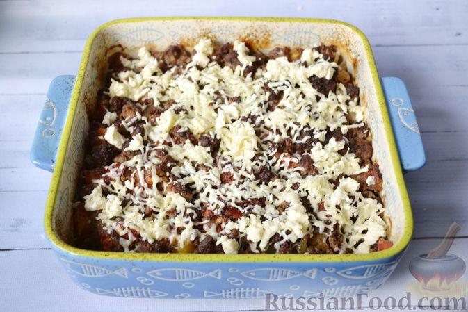 Фото приготовления рецепта: Запеканка из тыквы с мясным фаршем и помидорами - шаг №14