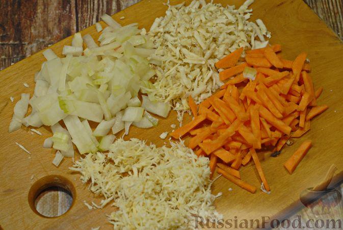 Фото приготовления рецепта: Говяжий суп со сметаной и хреном - шаг №4