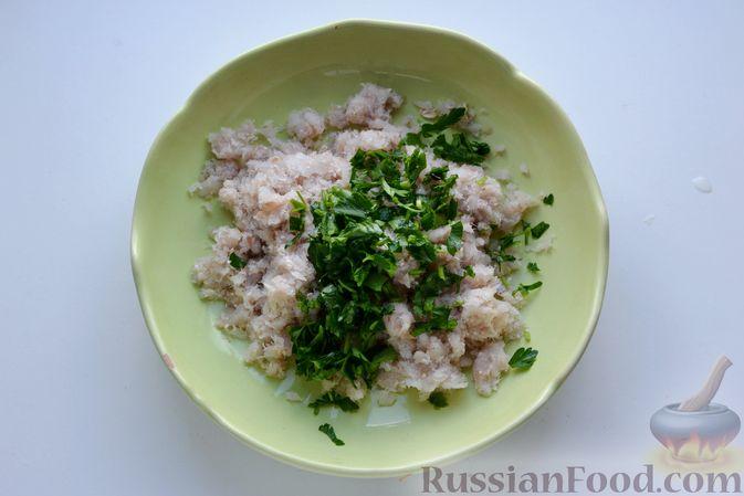 Фото приготовления рецепта: Гречневый суп с тыквой и рыбными фрикадельками - шаг №8