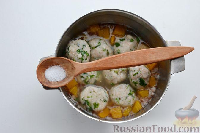 Фото приготовления рецепта: Гречневый суп с тыквой и рыбными фрикадельками - шаг №12