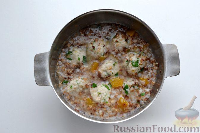 Фото приготовления рецепта: Гречневый суп с тыквой и рыбными фрикадельками - шаг №13