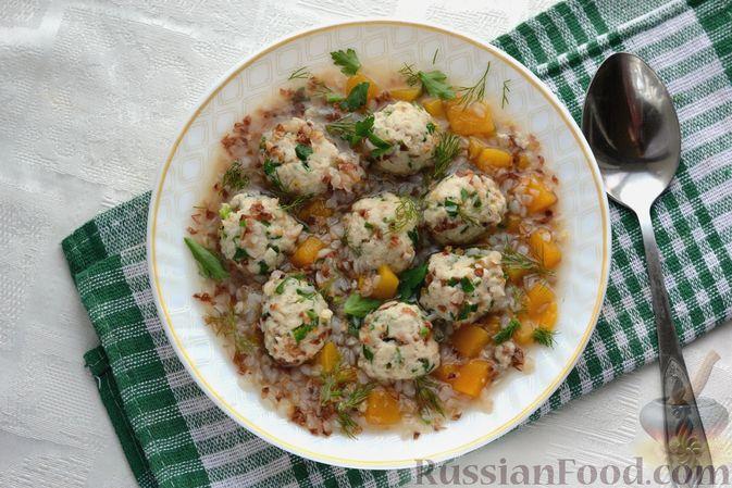Фото приготовления рецепта: Гречневый суп с тыквой и рыбными фрикадельками - шаг №14